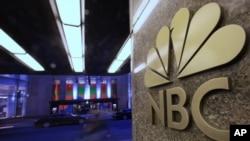 Logo NBC di kantor pusat di New York, 21 Agustus 2009. (Foto: AP/dok)