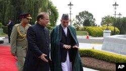 지난 달 26일 카르자이 아프간 대통령이 파키스탄을 방문해 샤리프 총리를 만났다.