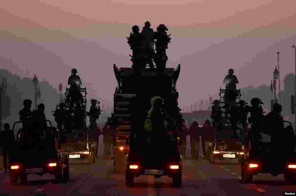 تمرین نیروهای ویژه برای رژه روز جمهوری هند در دهلی نو، پایتخت این کشور.