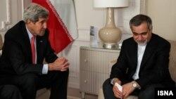 Američki šef diplomatije, Džon Keri izjavio saučešće bratu iranskog predsednika zbog smrti njihove majke, 20. mart 2015.