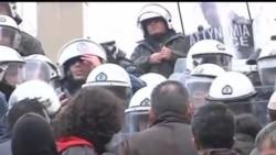 2012-02-08 美國之音視頻新聞: 希臘警察與抗議緊縮政策的罷工工人衝突