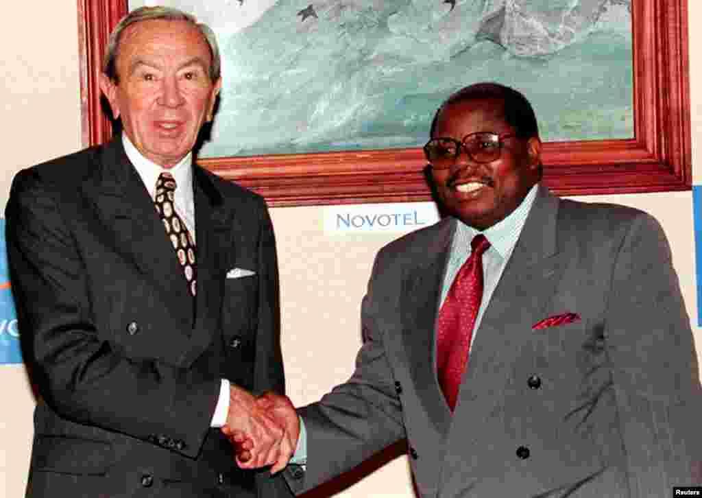 Ras Mkapa alipokutana na naziri wa mambo ya nje wa Marekani Warren Christopher mjini Dar es Salaam, Octoba 11, 1996.