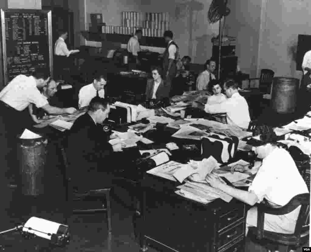 Early VOA newsroom.