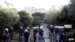 Cảnh sát tăng cường an ninh bảo vệ khu vực Acropolis