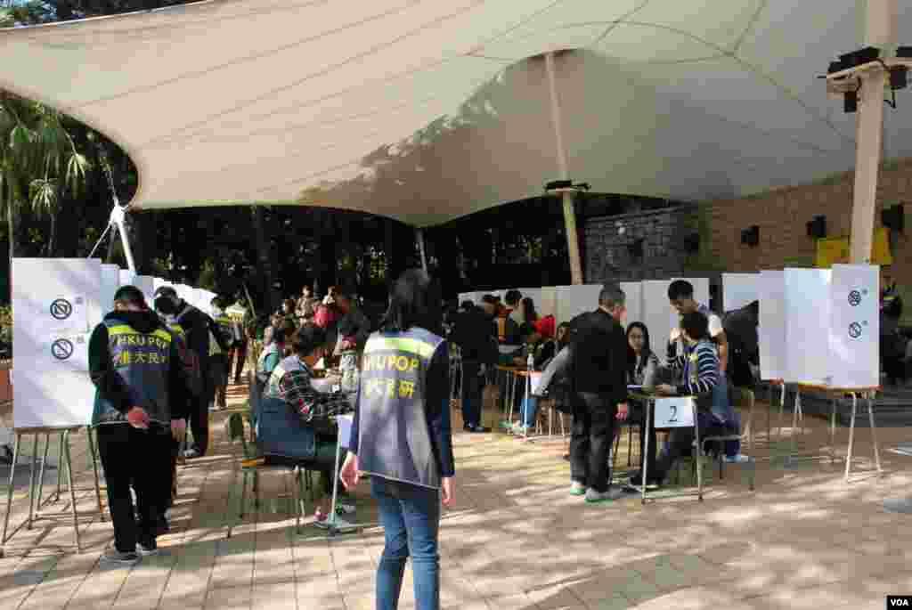和平佔中在維多利亞公園設立的民間全民投票站
