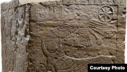 Al-Humra kocka otkrivena je u istoimenom hramu u Tajmi, važnom trgovačkom gradu u Arabiji