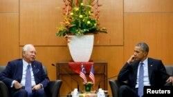 20일 ASEAN 정상회의 참석차 말레이시아 콸라룸푸르를 방문한 바락 오바마 미국 대통령(오른쪽)이 나집 라자크 말레이시아 총리와 면담하고 있다.