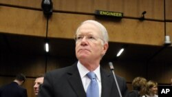 Joseph E. Macmanus, utusan khusus Amerika untuk PBB menunggu dimulainya pertemuan IAEA di Wina, Austria (4/3).