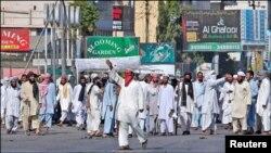 کراچی میں آج ہونے والی ہنگامہ آرائی کا ایک منظر