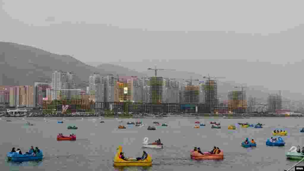 نمایی از دریاچه مصنوعی چیتگر تهران. عکس: مرضیه حیدرزاده
