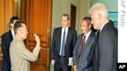 克林顿访平壤 北韩赦免两美国记者