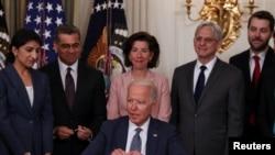 صدر جو بائیڈن نے 9 جولائی کو امریکی معیشت کو مضبوط بنانے کے لیے ایک صدارتی حکم نامہ جاری کیا۔