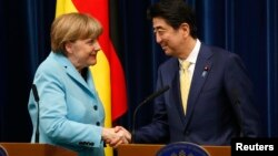 앙겔라 메르켈 독일 총리(왼쪽)가 9일 일본을 방문해 신조 아베 총리와 회동했다.