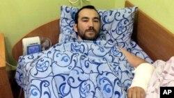 Seorang tentara Rusia yang tertangkap di Ukraina timur dirawat di rumah sakit Kyiv, Ukraina (foto: dok). Rusia dituduh berusaha menyembunyikan keterlibatan militernya di sana.