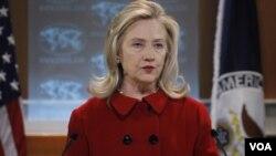 Menlu AS Hillary Clinton: Washington mengutuk serangan pemerintah Suriah terhadap warga sipil.