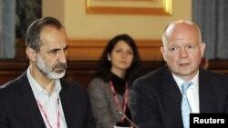 William Hague (rast) û Meaz El Xetîb.