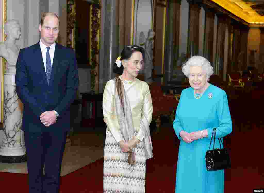 Britain's Queen Elizabeth and the Prince William greet Burma's de facto leader Aung San Suu Kyi