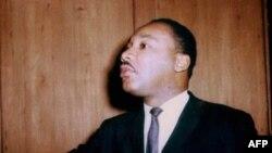 Мартин Лютер Кинг-младший выступает на пресс-конференции в Лондоне. 21 сентября 1964 года