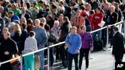 New York City Marathon: Runners line up inside the Jacob Javits Convention Center to register for the New York City Marathon, Friday, Nov. 4, 2016, in New York. The marathon is Sunday.