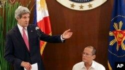 کری در دیدار با رئیس جمهوری فیلیپن.