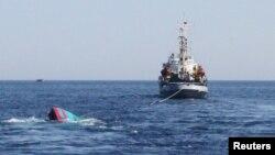 Một tàu cá của ngư dân Việt Nam bị tàu Trung Quốc đâm chìm ở khu vực quần đảo Hoàng Sa vào năm 2014.