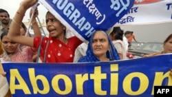 Индийские родители избавляются от нерожденных дочерей