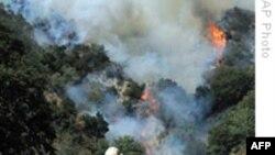 آتش سوزی در کالیفرنیا ۱۲ هزار واحد مسکونی را تهدید می کند
