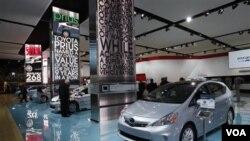 Mobil Toyota Prius dipamerkan di sebuah pameran mobil Internasional, Detroit, Amerika (Foto: dok).