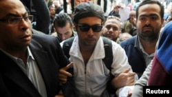 Ahmed Maher, founder of the April 6 movement, turns himself in at Abdeen court in Cairo, Nov. 30, 2013.