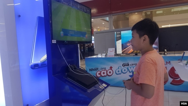 Traditional video games are getting a tech upgrade, with major Vietnamese startup VNG working on virtual reality gaming. (Ha Nguyen for VOA)