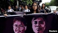 1일 미얀마 양곤에서 로이터 기자 와 론(왼쪽 그림)과 초 소에 우의 석방을 촉구하는 집회가 열렸다. 미얀마 법원은 앞서 두 기자에 대해 '공직비밀법' 위반 혐의로 징역 7년 형을 선고했다.