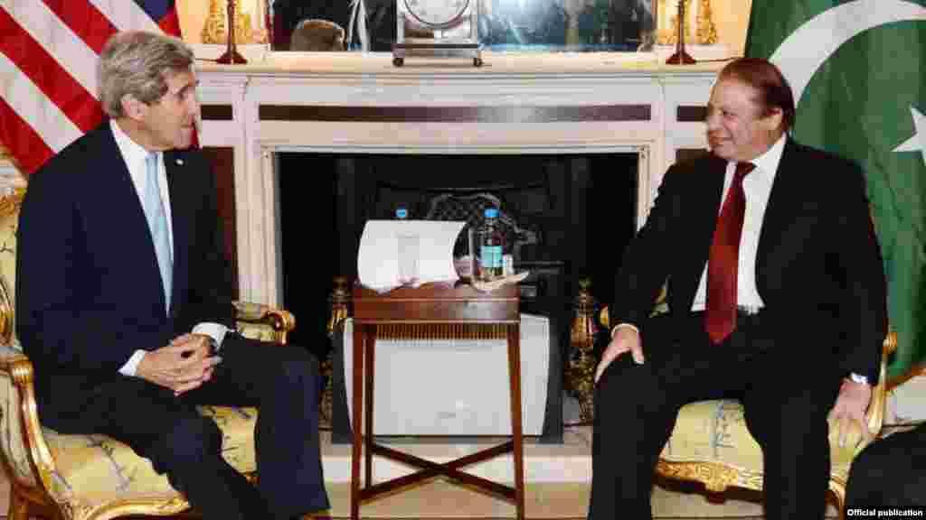 وزیراعظم نواز شریف نے امریکہ کے وزیر خارجہ جان کیری سے بھی ملاقات کی۔