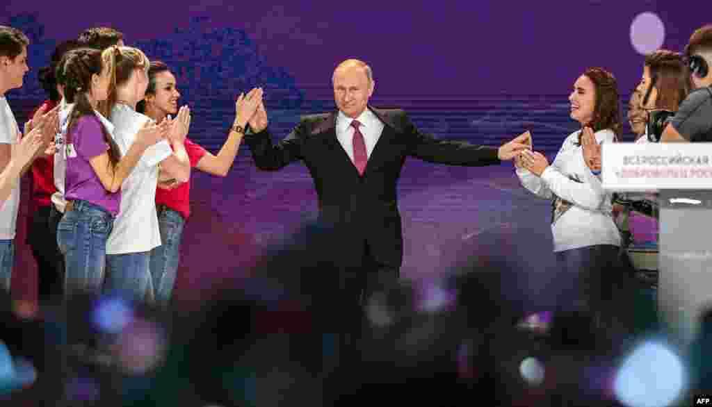 Moskva - Prezident Putin Könüllülər Forumunda
