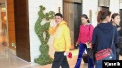 肖建华13年居住在中环四季酒店出入有多名女保镳(苹果日报图片)