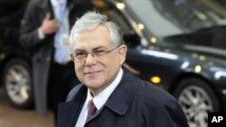 希臘總理帕帕季莫斯星期一到達布魯塞爾參加歐盟首腦會議