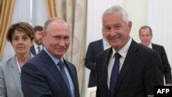 Генеральный секретарь Совета Европы Турбьерн Ягланд и президент России Владимир Путин (архив)