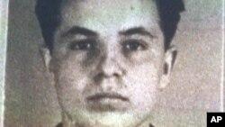 Esta foto de archivo de Michael Karkoc era parte de su solicitud para la ciudadanía alemana ante la oficina de inmigración nazi dirigida por las SS, el 14 de febrero, de 1940.