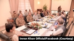 ڈاکٹر حسن عسکری کا کہنا ہے کہ پاکستان کی تاریخ میں آرمی چیف کو دی جانے والی یہ پہلی توسیع نہیں ہے۔