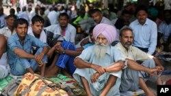 Des militants de la secte Dera Sacha Sauda idevant la cour de Justice à Panchkula, Inde, le 24 août 2017.