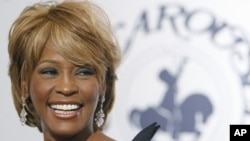 Musician Whitney Houston arrives at the 17th Carousel of Hope Ball benefiting the Barbara Davis Center for Childhood Diabetes in Beverly Hills, California Oct. 28, 2006.
