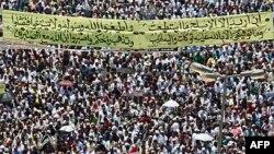 Mısır'da protesto eylemlerinin mekanı haline gelen Kahire'nin Tahrir Meydanı'nı bu kez Cuma günü İslamcılar doldurmuştu