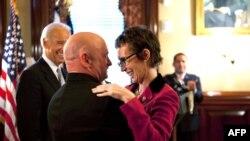 Ceremoni emocionale në Kongresin amerikan për ligjvënësen Gabrielle Giffords
