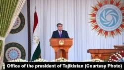 Tacikistan Prezidenti Emomali Rəhman avtoritar idarəçiliyinə görə tanınır.