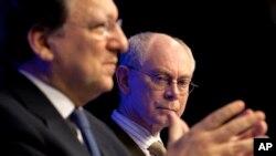 Chủ tịch Hội đồng châu Âu Herman van Rompuy (phải).