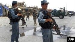 Cảnh sát Afghanistan và binh sĩ Mỹ đến địa điểm xảy ra vụ tấn công tự sát