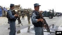 阿富汗警察守卫坎大哈省北约空军基地自杀爆炸现场