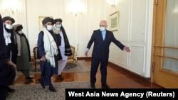 Eron Tashqi ishlar vaziri Muhammad Javod Zarif Tolibon delegatsiyasini qarshilamoqda. Tehron, 31-yanvar, 2021.
