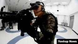 한국 방위사업청은 18일 해군 특수전 전단이 이용하는 '특수전 모의훈련체계'를 군에 도입한다고 밝혔다. 사진은 특수전 모의훈련 모습.