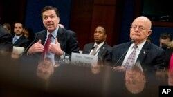 Direktor FBI-a Džejm Komi (levo) i direktor američke Nacionalne obaveštajne službe Džejms Klaper u Kongresu SAD, 1. mart 2016.