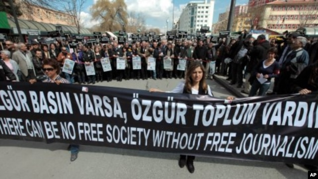 Hundreds of journalists protest the detention of journalists in Ankara, Turkey. (File Photo - March 19, 2011)